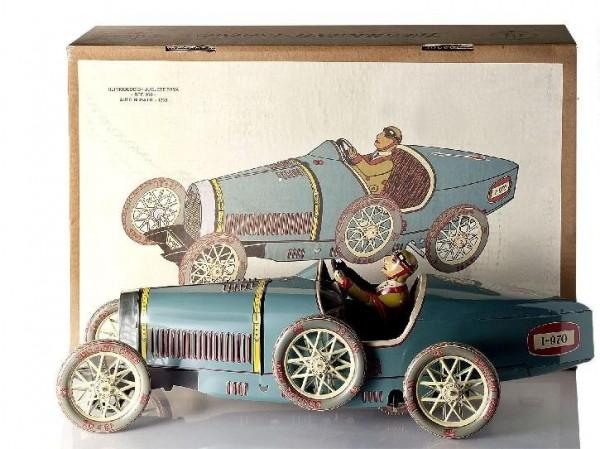 Paya Bugatti Rennwagen mit Rennfahrer und Karton Ansicht links