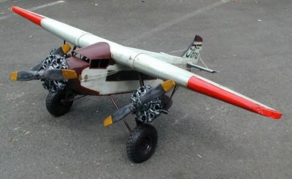 "Flugzeug Ford NC 9609 -Tri Motor- ""Columbus"" - Großmodell Ansicht links"
