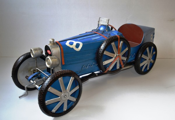 BUGATTI Oldtimer T 35 C in Blau - Großmodell Ansicht links