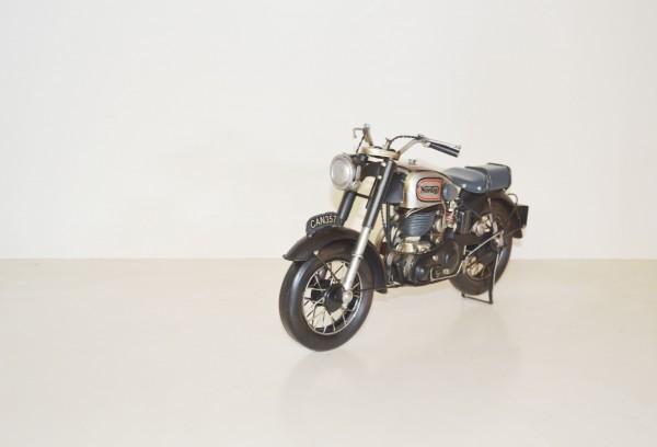 Norton Motorradmodell Ansicht links