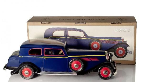 Paya Limousine mit Karton Ansicht rechts