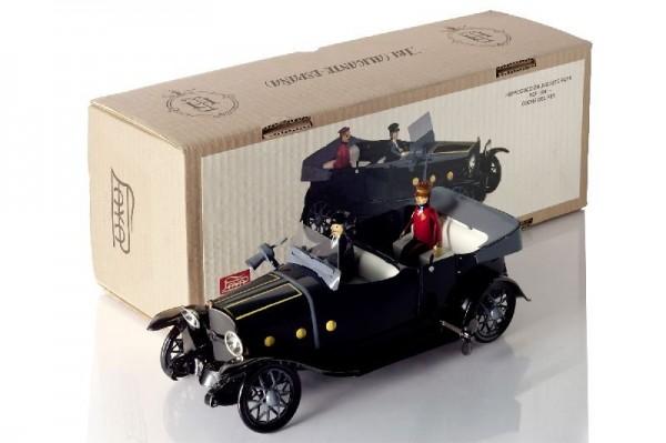 Paya Cabrio mit Chauffeur, Fahrgast und Karton Ansicht links