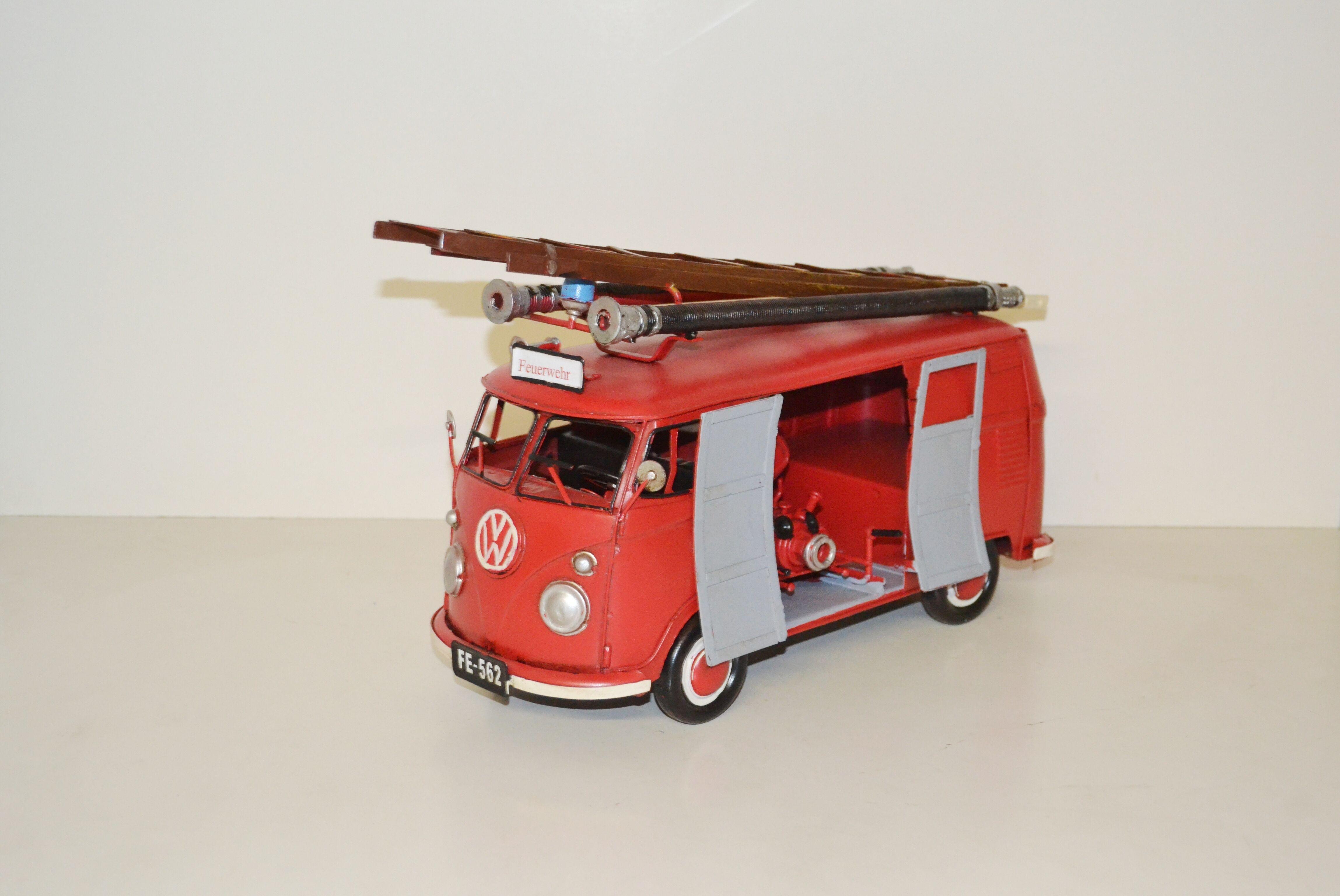 VW Bulli Feuerwehr Bus Ansicht links