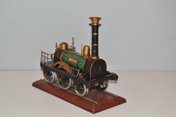 Fire King Dampflokomotive Modell Ansicht rechts