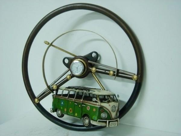 Diorama Wandaufhängung VW-Bulli - Lenkrad mit Uhr komplett aus Blech und Holz - Unikat!