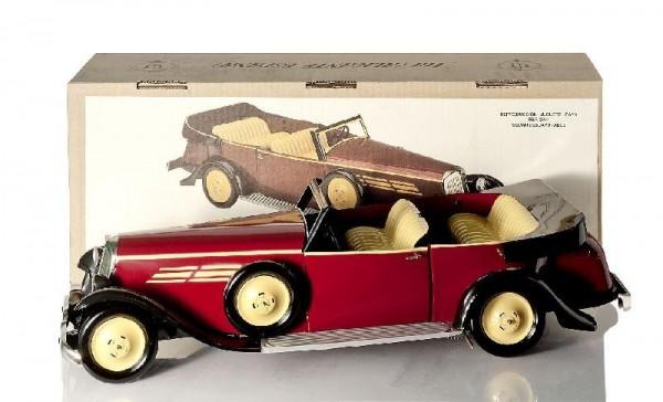 Paya Cabriolet mit Karton Ansicht links