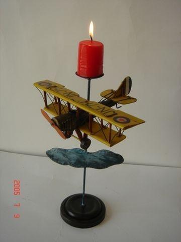 Doppeldecker als Kerzenhalter komplett aus Blech - Sockel Holz- sehr selten - Einzelstück (ohne Kerz