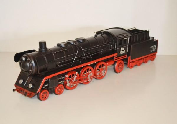 BR 01 Dampflokomotive Modell Ansicht links
