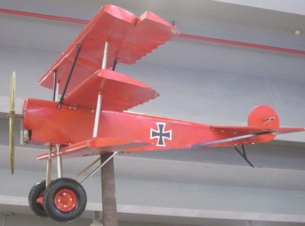 Fokker Dreidecker-Jagdflugzeug Dr. I - Großmodell Ansicht links