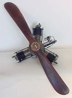 Flugzeugmotor mit Propeller - Großmodell Ansicht vorne