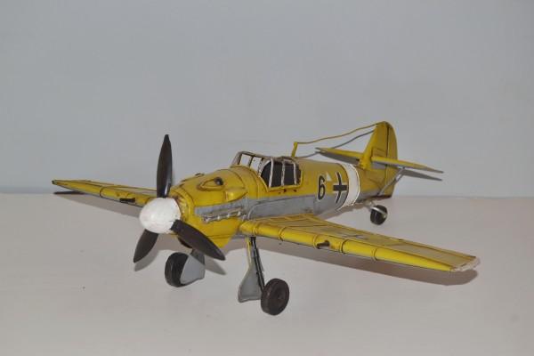 Jagdflugzeug Messerschmitt ME BF 109 Ansicht links