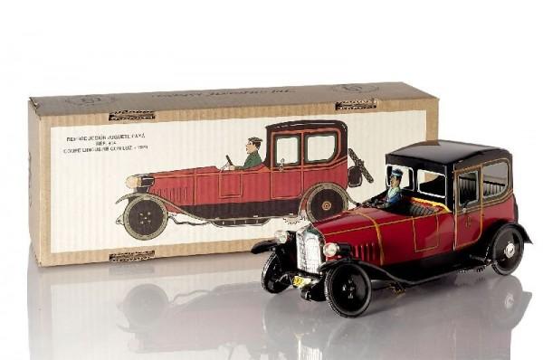 Paya Limousine mit Chauffeur und Karton Ansicht links